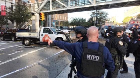 Eight dead in suspected terrorist truck attack on Manhattan bike path ảnh 3