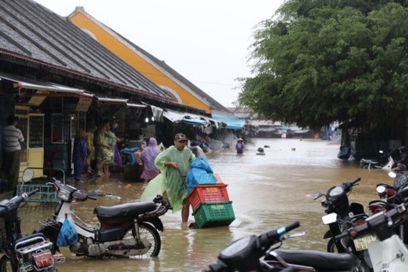 Flooding occurs in Hoian ancient city ảnh 2