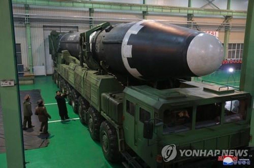N. Korea reveals photos of Hwasong-15 ICBM ảnh 2