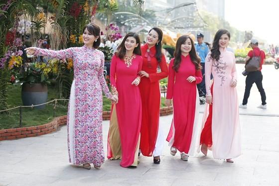 Nguyen Hue Flower Street opens tonight ảnh 3