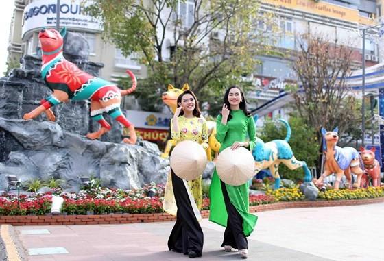 Nguyen Hue Flower Street opens tonight ảnh 1
