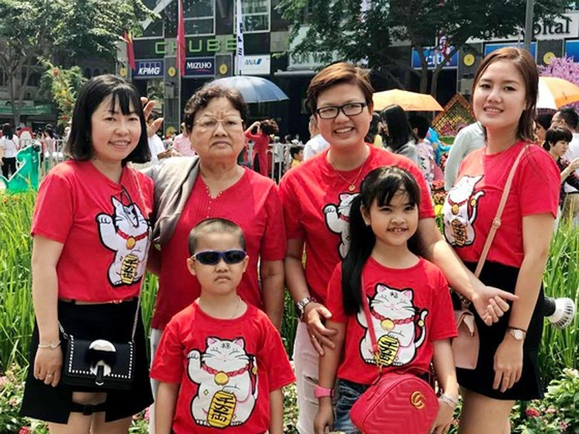 Visitors experience bustle in City Center ảnh 3