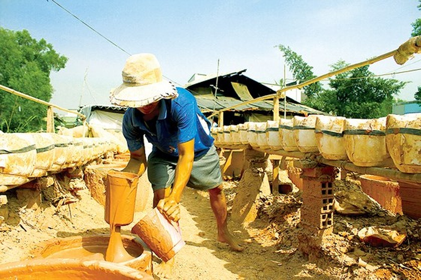 Craft village of making ceramic piggy banks in Binh Duong ảnh 2