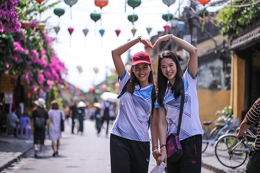 VNese & In't volleyball players tour Hoian ảnh 2