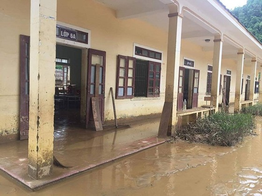 149 students in mountainous commune moved due to flash floods ảnh 1