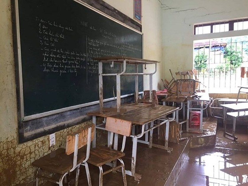 149 students in mountainous commune moved due to flash floods ảnh 4