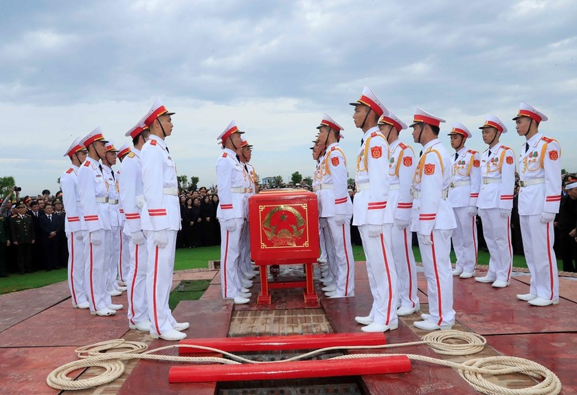 President Tran Dai Quang laid to rest in hometown ảnh 3