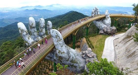 Danang's Golden Bridge listed among top 5 special awards  ảnh 3
