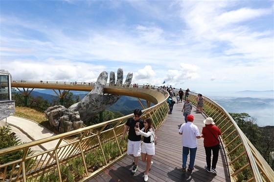 Danang's Golden Bridge listed among top 5 special awards  ảnh 6