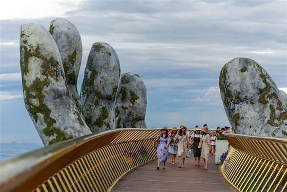 Danang's Golden Bridge listed among top 5 special awards  ảnh 7