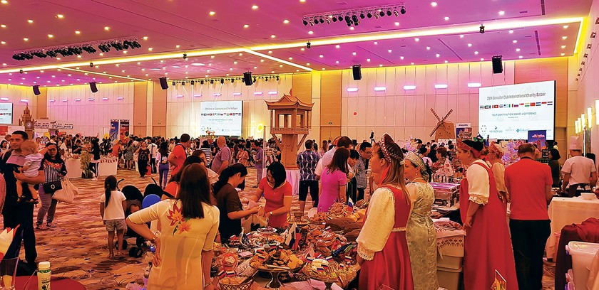 International Charity Bazaar 2018 attracts thousands of visitors ảnh 8