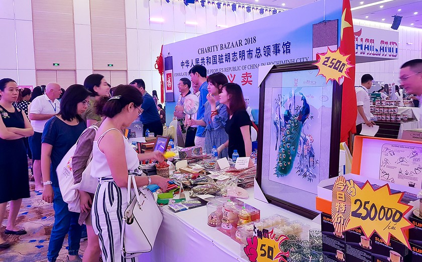 International Charity Bazaar 2018 attracts thousands of visitors ảnh 1