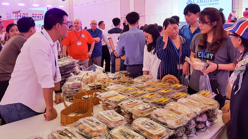 International Charity Bazaar 2018 attracts thousands of visitors ảnh 7