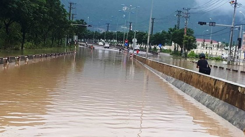 Main streets heading to Cam Ranh In't Airport disrupted traffic ảnh 2