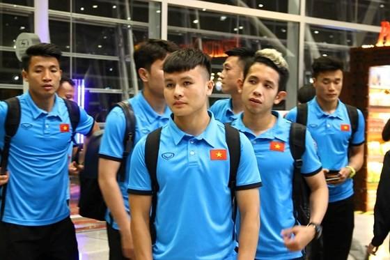 Vietnam's football team arrives in Kuala Lumpur for first leg-finals ảnh 3