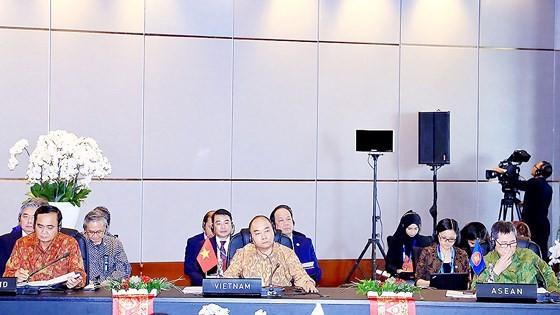 Thủ tướng Nguyễn Xuân Phúc gặp các nhà lãnh đạo ASEAN: Tăng hợp tác và kết nối đa phương ảnh 1