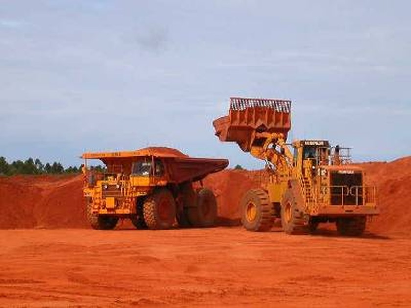 bauxite project The project will expand bauxite production from 145 million to 185 million tons per year and is the company's first of a planned three-phase expansion the scope includes expansion of the mine infrastructure, rail system, port facility and processing plant infrastructure and utilities.