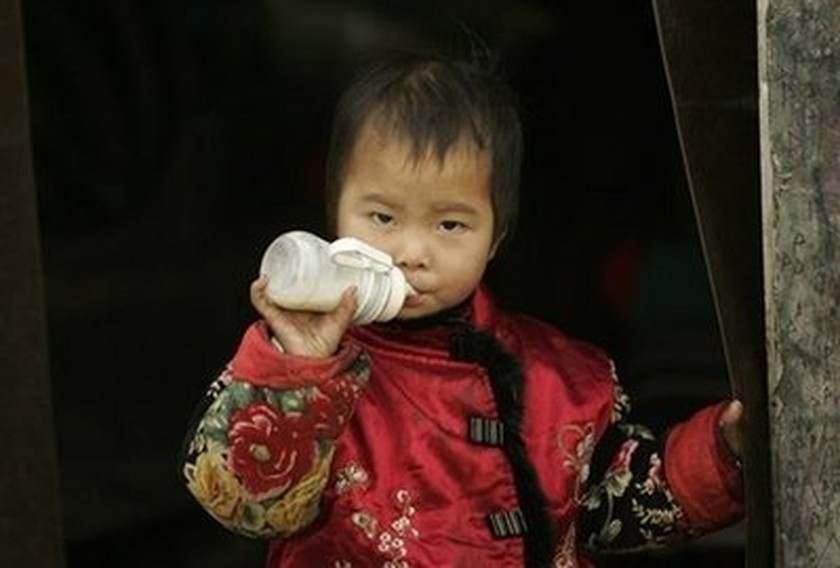 2008 chinese milk scandals Most famously, the 2008 melamine milk scandals raised fears about baby formula in china and around the world during the scandal, over 300,000 chinese babies fell ill and at least 6 died during the scandal, over 300,000 chinese babies fell ill and at least 6 died.