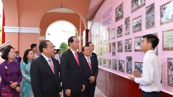 Dâng hoa tưởng nhớ Chủ tịch Hồ Chí Minh ảnh 2
