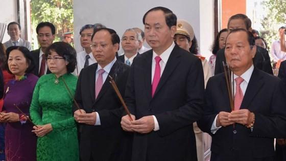 Dâng hoa tưởng nhớ Chủ tịch Hồ Chí Minh ảnh 3