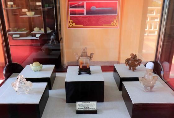 Đà Lạt: Bộ hiện vật cung đình triều Nguyễn lần đầu được giới thiệu ảnh 2