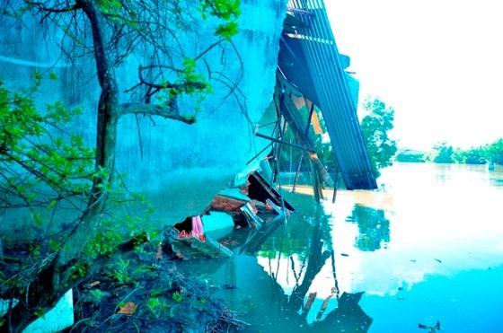 TPHCM: 5 căn nhà bị sạt lở trong đêm, người dân thoát nạn kịp thời ảnh 4