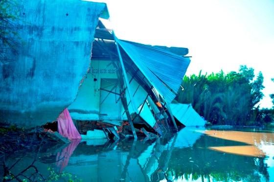TPHCM: 5 căn nhà bị sạt lở trong đêm, người dân thoát nạn kịp thời ảnh 11