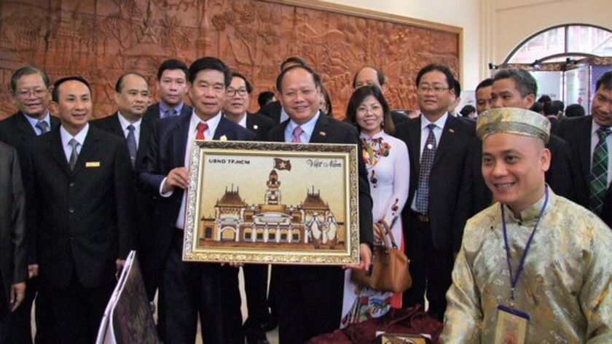 Tăng cường hợp tác giữa TPHCM và Thủ đô Viêng Chăn ảnh 2