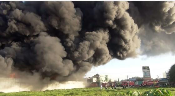 5 giờ chống chọi đám cháy kinh hoàng tại nhà xưởng rộng 3.000m² ở Bình Chánh ảnh 10