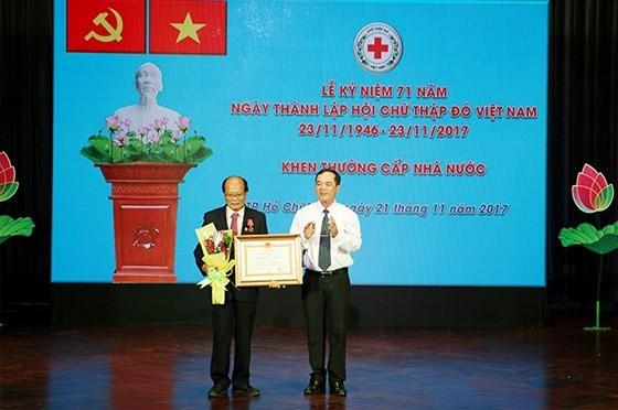 Tôn vinh 71 gương điển hình Hoa việc thiện năm 2017 ảnh 1