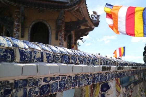 Tượng Phật bằng hoa bất tử lớn nhất thế giới ảnh 4