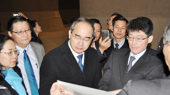 Bí thư Thành ủy TPHCM Nguyễn Thiện Nhân thăm công trình thoát nước ngầm khổng lồ nhất thế giới ảnh 2