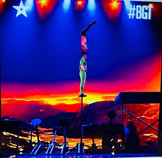 Quốc Cơ - Quốc Nghiệp làm khán giả thót tim tại chung kết Britain's Got Talent 2018 ảnh 2