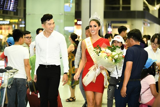 Hoa hậu Quốc tế Barbara Vitorelli rạng rỡ đến Hà Nội ảnh 1
