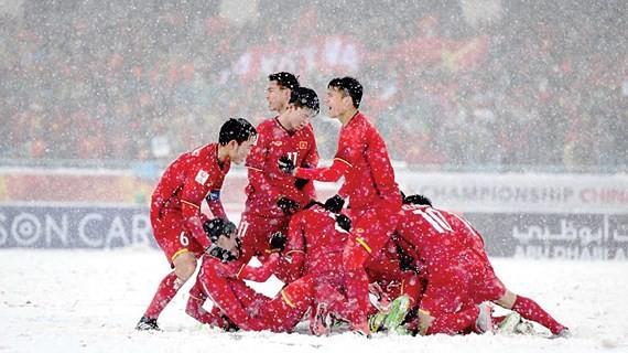 U.23 Việt Nam ăn mừng bàn gỡ hòa 1-1 vào lưới U.23 Uzbekistan trong trận chung kết giải U.23 châu Á 2018 nhờ công của Quang Hải Ảnh: H.A.