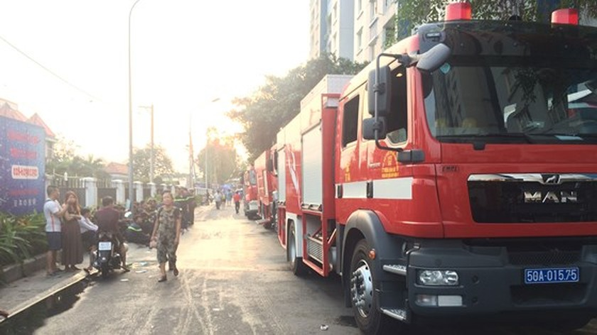 City leaders arrive in high-rise fire to direct firefighting task ảnh 2