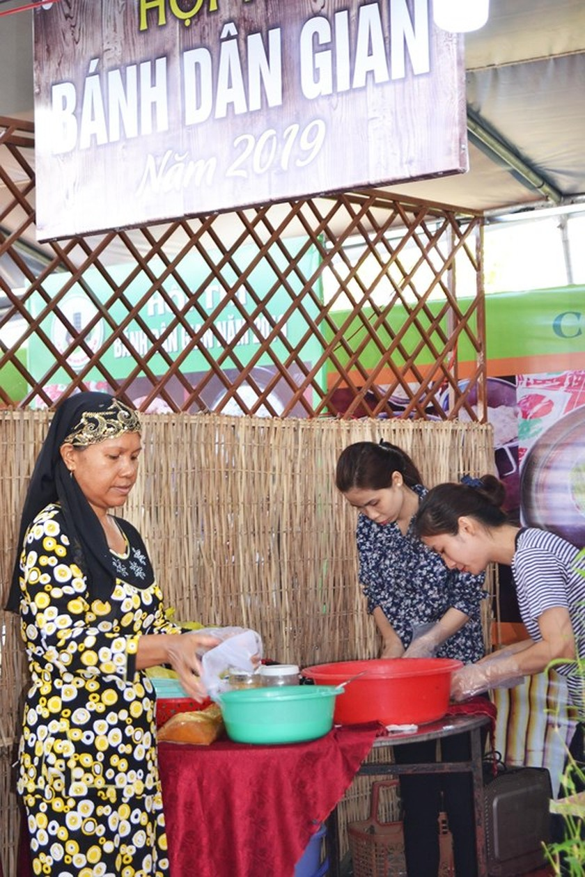 Festival seeks to build brand names for southern traditional cakes ảnh 1