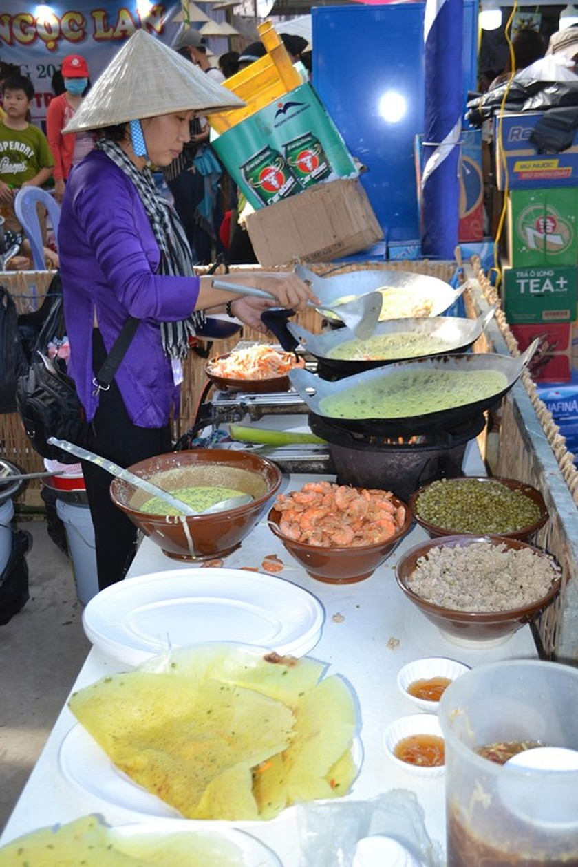 Festival seeks to build brand names for southern traditional cakes ảnh 2