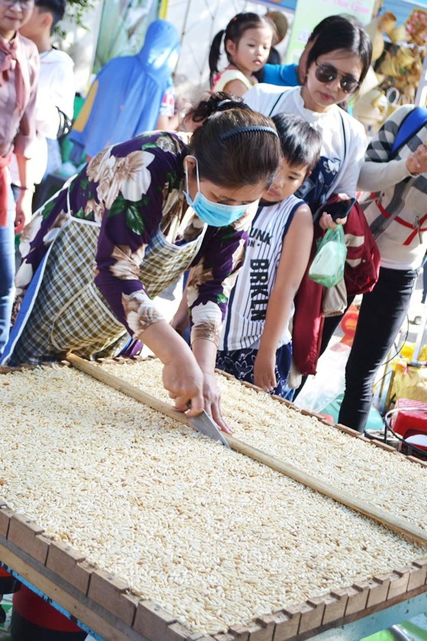 Festival seeks to build brand names for southern traditional cakes ảnh 4
