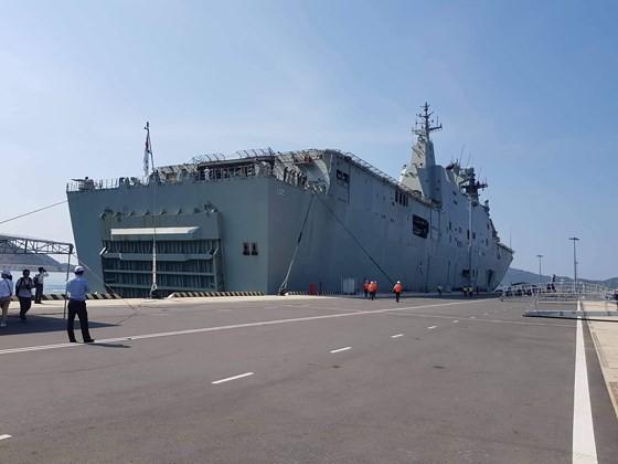 Australian royal navy ships conduct goodwill visit to Vietnam ảnh 3