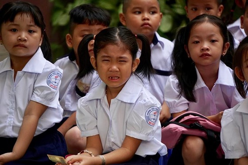 Students in HCMC come back to school ảnh 3