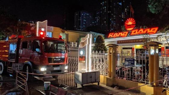 Blazing fire destroys 6,000-meter-square warehouse in Hanoi ảnh 1