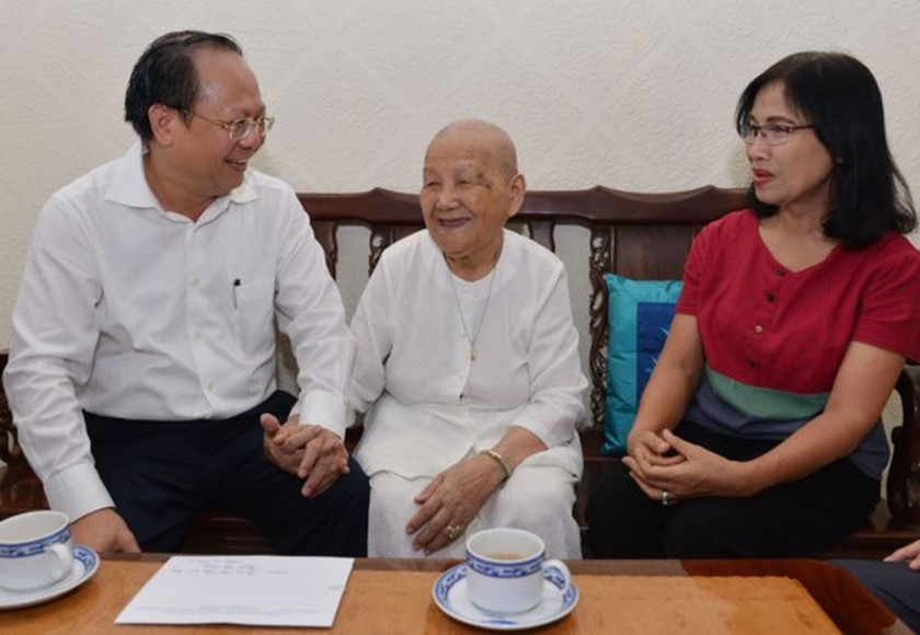 City leaders visit policy families ảnh 3