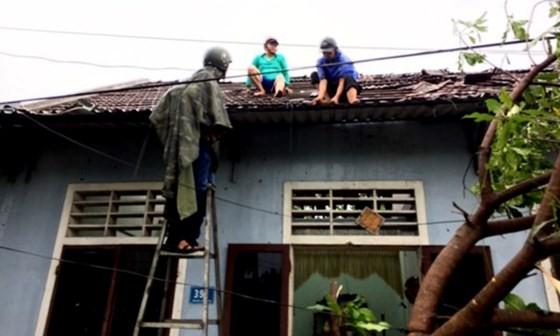 Typhoon Doksuri makes landfall in central provinces  ảnh 3