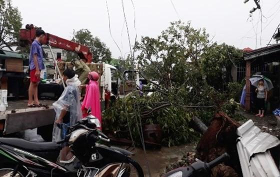 Typhoon Doksuri makes landfall in central provinces  ảnh 8