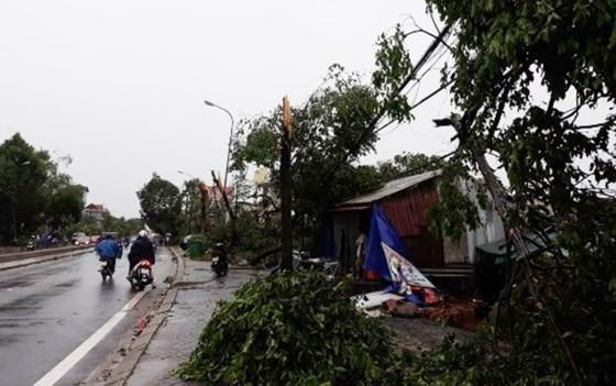 Typhoon Doksuri makes landfall in central provinces  ảnh 9