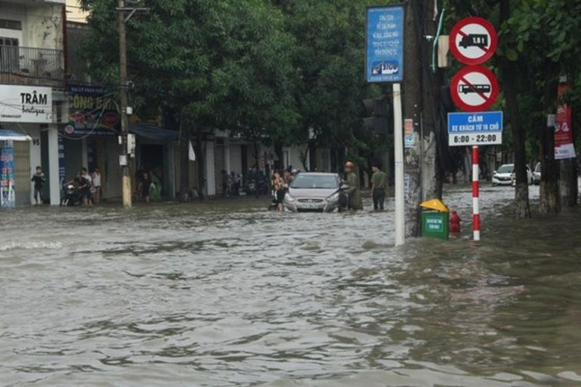 Downpour causes serious flooding in Thanh Hoa ảnh 3