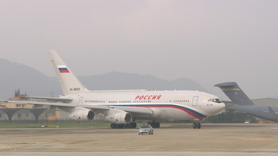 Russian President V. Putin arrives in Da Nang ảnh 4