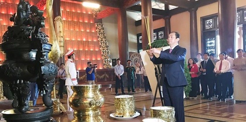 State President commemorates martyrs at Ben Duoc Memorial Temple   ảnh 2