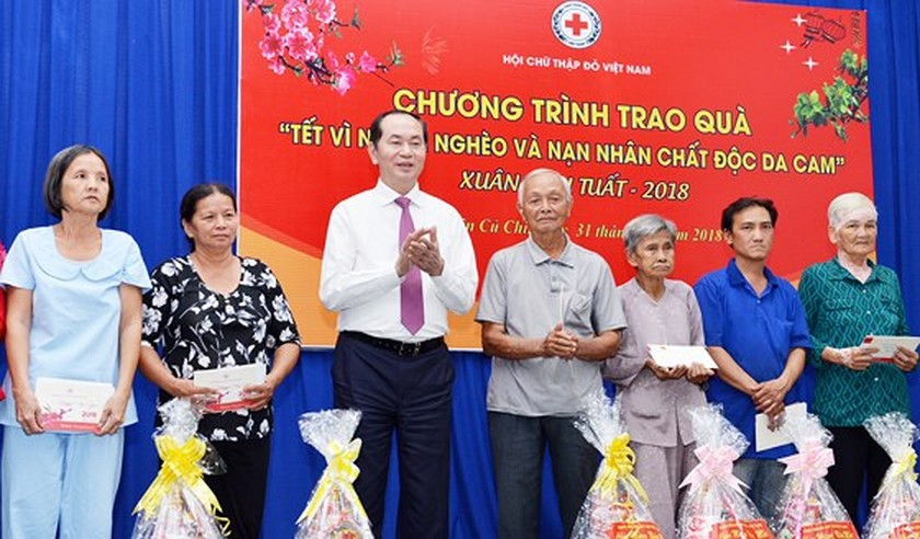 State President commemorates martyrs at Ben Duoc Memorial Temple   ảnh 1